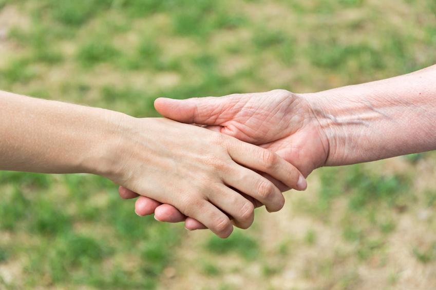Solidarité poignée de mains