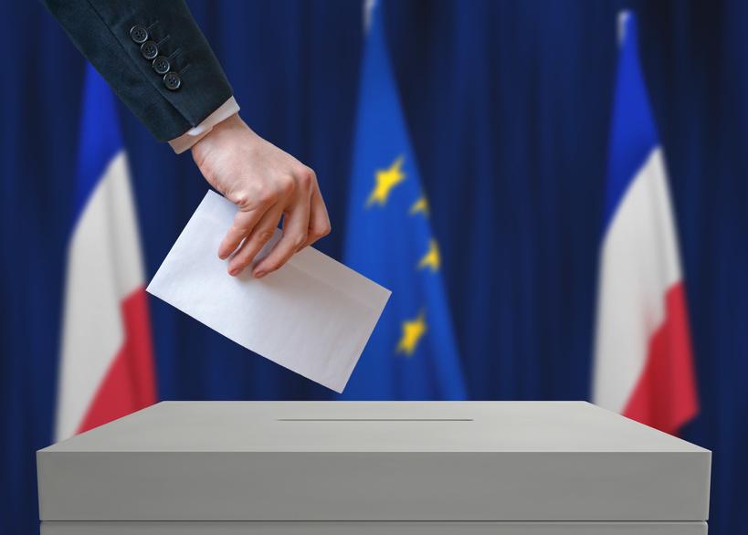 Vote urne drapeaux français et européen